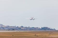 法鲁,葡萄牙- Juny 18日2017年:easyJet飞行从法鲁国际机场的飞机离开 免版税库存照片