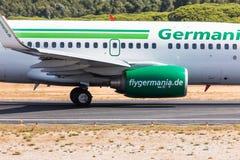 法鲁,葡萄牙- Juny 18日2017年:Germania飞行从法鲁国际机场的飞机离开 库存照片