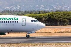 法鲁,葡萄牙- Juny 18日2017年:Germania飞行从法鲁国际机场的飞机离开 图库摄影