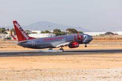 法鲁,葡萄牙- Juny 18日2017年:Jet2飞行在法鲁国际机场的飞机着陆 图库摄影