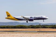 法鲁,葡萄牙- Juny 18日2017年:Monarh飞行在法鲁国际机场的飞机着陆 库存照片