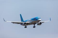 法鲁,葡萄牙- Juny 18日2017年:Tui飞行在法鲁国际机场的飞机着陆 免版税库存图片