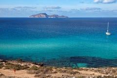 法维尼亚纳的, Egadi海岛绿松石地中海 免版税库存照片