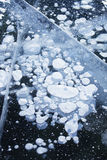 泡影冰 贝加尔湖湖 冬天纹理 免版税图库摄影