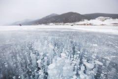泡影冰 贝加尔湖湖 33c 1月横向俄国温度ural冬天 免版税库存照片