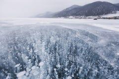 泡影冰 贝加尔湖湖 33c 1月横向俄国温度ural冬天 库存照片