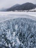 泡影冰 贝加尔湖湖 33c 1月横向俄国温度ural冬天 图库摄影