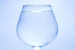 泡影清楚玻璃少许水 免版税库存照片