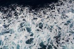 泡影,波浪在银色黑暗的颜色环境美化 免版税库存图片