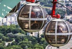 泡影-长平底船球状缆车,格勒诺布尔 免版税库存图片