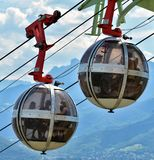 泡影-长平底船球状缆车,格勒诺布尔 免版税库存照片