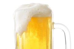 泡沫似的杯子啤酒特写镜头 库存照片