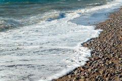 泡沫似的海波浪 免版税库存图片