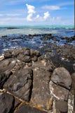 泡沫印度洋某一石头在海岛 库存照片