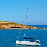 泡沫和泡沫从小船海岛的希腊地中海se的 图库摄影