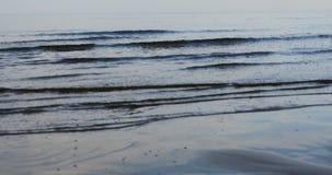 波儿地克的海景-击碎水波在里加 影视素材