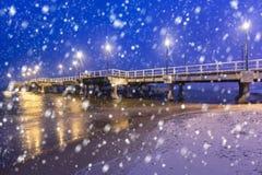 波儿地克的码头在格但斯克在与落的雪的寒冷冬天夜 库存照片