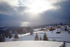 波儿地克的码头俄国风暴冬天zelenogradsk 库存图片