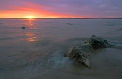 波儿地克的紫色海运阳光 库存图片
