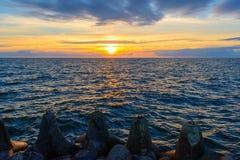 波儿地克的美好的平静海运日落 库存照片