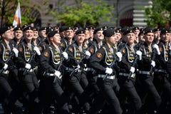 波儿地克的舰队的海军陆战队员336 Th分开的卫兵Bialystok旅团在游行期间的在红场以纪念胜利天 图库摄影