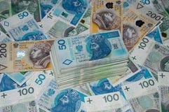 波兰人50, 100和200张钞票顶视图与堆的金钱 波兰兹罗提50PLN, 100PLN, 200个PLN 免版税库存照片