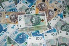 波兰人50, 100和200张钞票顶视图与堆的金钱 波兰兹罗提50PLN, 100PLN, 200个PLN 库存图片