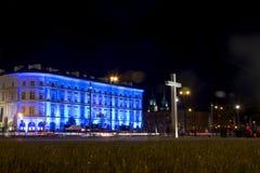 波兰华沙09 05 2015年Pilsudski地方十字架Warszaw夜照明 免版税库存图片