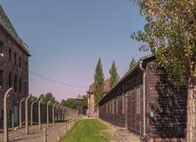 波兰奥斯威辛比克瑙19 9月2018观点的纳粹集中营奥斯威辛的营房和电子秘书 库存图片