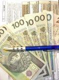 波兰报税表(PIT-11)和波兰金钱 库存图片