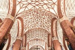 波兰的视域。美丽的穹顶在哥特式教会里。 免版税库存图片