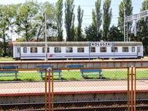 波兰铁路相互城市操作员唯一有轨机动车科卢什基驻地的 免版税库存照片
