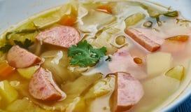 波兰香肠和圆白菜汤 免版税库存照片