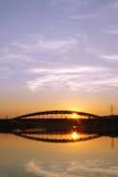 波兰,克拉科夫,多数Kotlarski (Kotlarski桥梁),落日, 库存照片