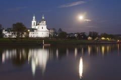 波兰,克拉科夫,被月光照亮Skałka的修道院 库存图片