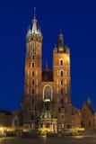 波兰,克拉科夫, Mariacki教会门面升在黄昏 图库摄影