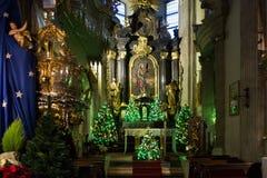 波兰,克拉科夫- 2015年1月01日:圣安德鲁教会的主要法坛圣诞节装饰的 免版税库存图片