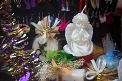 波兰,克拉科夫- 2015年1月01日:圣诞节纪念品和其他礼物 免版税库存图片