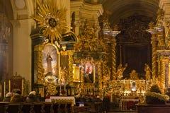 波兰,克拉科夫- 2015年1月01日:在Sts里面宽容修道院教会  锡耶纳Bernardine有圣诞节装饰的 库存图片