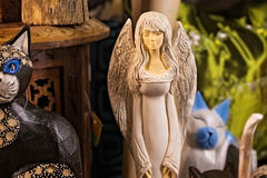 波兰,克拉科夫- 2015年1月01日:天使和其他礼物和纪念品 库存图片
