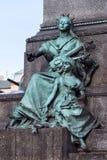 波兰,克拉科夫- 2015年1月03日:诗歌谬斯与孩子的作为亚当・密茨凯维奇纪念碑的元素 免版税库存照片