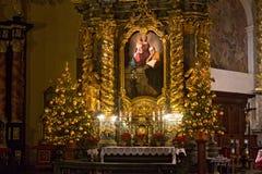 波兰,克拉科夫- 2015年1月01日:Sts宽容修道院教会的旁边法坛  锡耶纳Bernardine  免版税库存照片