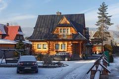 波兰,扎科帕内- 2016年1月03日:传统木村庄房子在扎科帕内 免版税库存图片