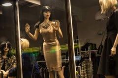 波兰,扎科帕内- 2015年1月03日:精品店时尚时装模特 库存照片