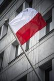 波兰从城市大厦的旗子飞行在格但斯克 库存照片
