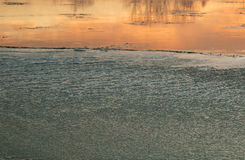 波兰 冻河在黎明 水平 库存照片
