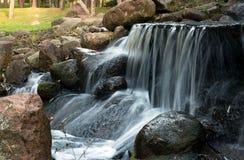 波兰 瀑布在公园 秋天 水平 免版税库存照片