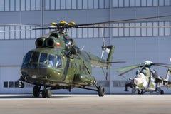 波兰Mi8T直升机为开始做准备 库存照片