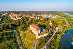 波兰sandomierz 城堡和老城市 鸟瞰图 库存照片