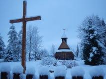 波兰Tatry山的传统教会在冬天 免版税库存照片